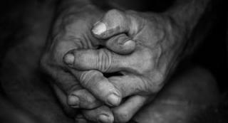Dengan Luka Sayatan di Leher, Seorang Nenek Diduga di Perkosa
