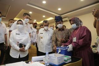 Berkunjung ke Riau, Wamenkes RI Puji Tim Percepatan Vaksinasi Covid-19 Provinsi Riau