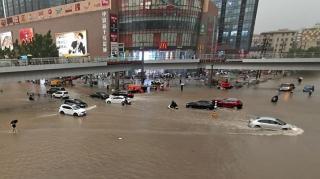 Banjir Parah Serang China: 12 Tewas, 200 Ribu Dievakuasi