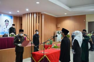 Gubri Lantik 75 Kepala Sekolah SMA/SMK/SLB Negeri se-Provinsi Riau